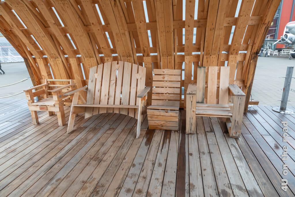 Aus Europaletten hergestellte Sitzmöbel - Verkehrshaus