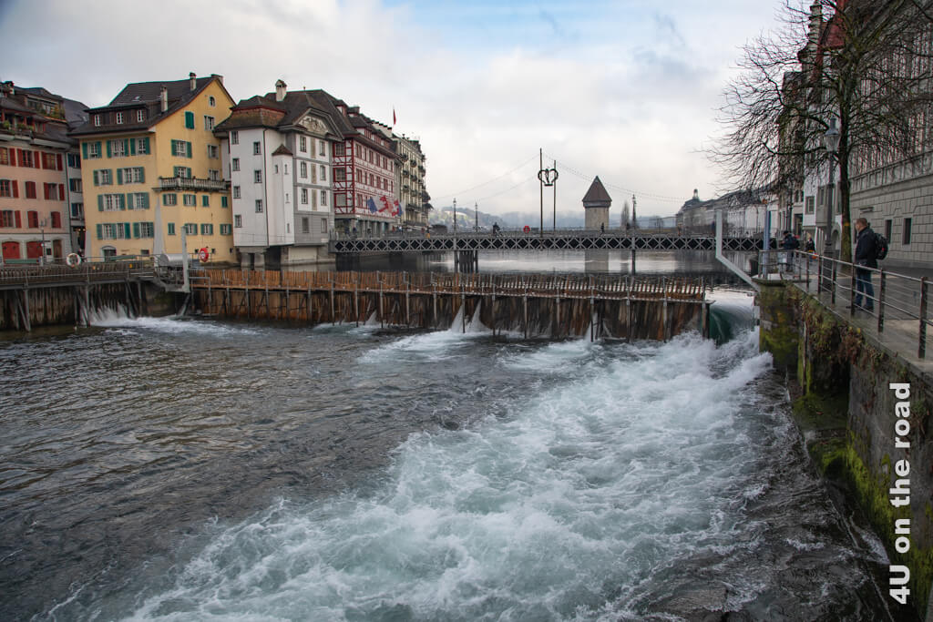 Blick auf das Stirnnadelwehr - Sehenswürdigkeiten von Luzern