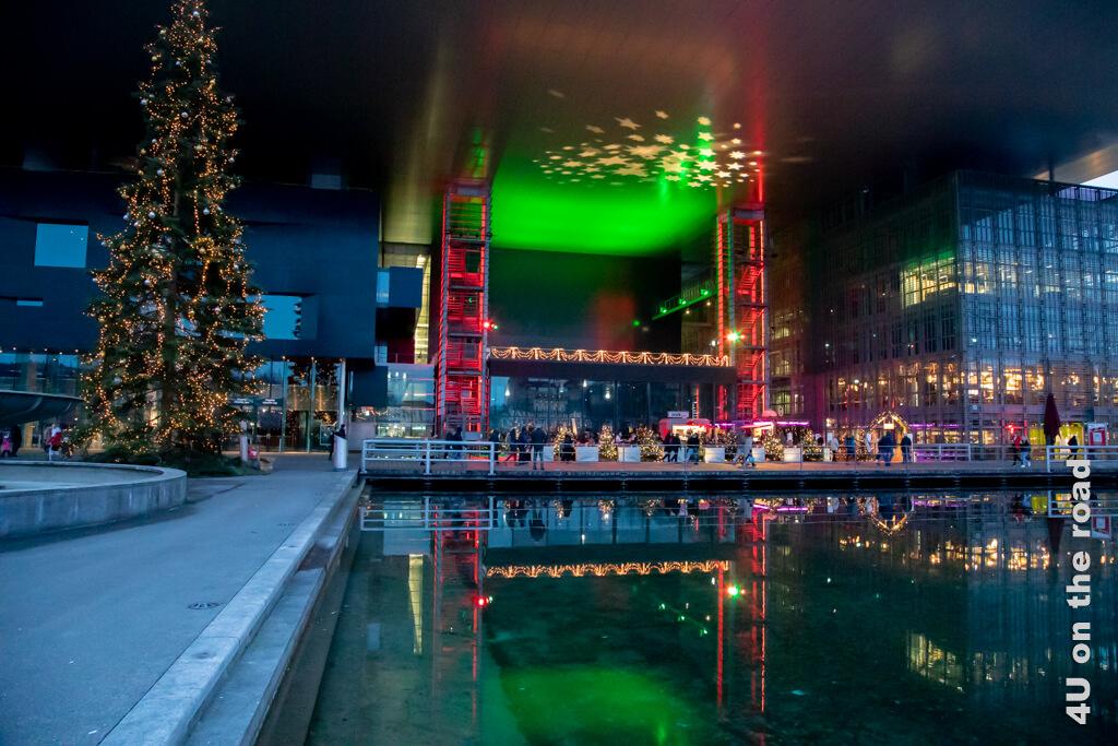Kultur und Kongresszentrum Luzern beleuchtet.