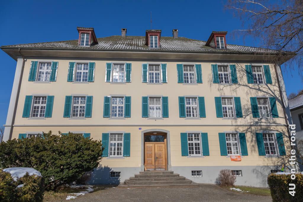 Das alte Herrschaftshaus wurde zeitweise als Schule genutzt.