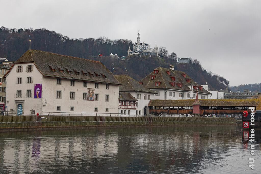 Das Historische Museum Luzern und ein Teil der Spreuerbrücke - Übersicht Museen in Luzern