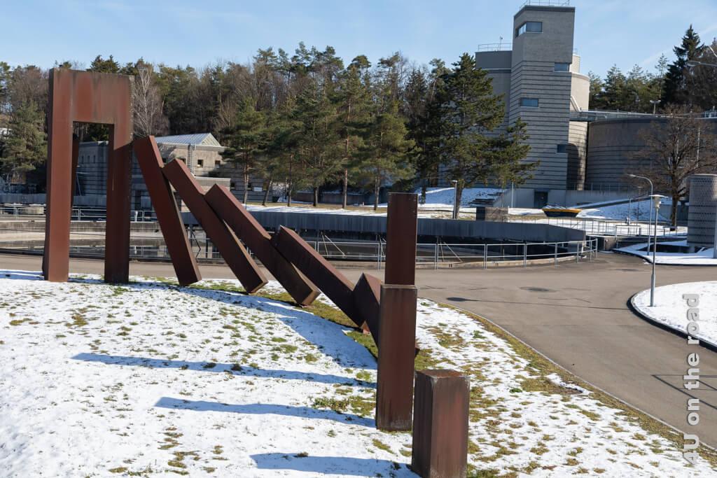 Blick ins im Wald gelegene Klärwerk - Winterspaziergang entlang der Töss