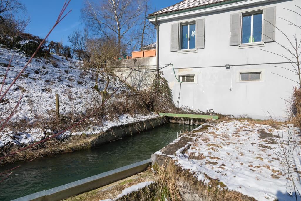 Gebäude der alten Mühle und dann unterirdisch weiter. Interessenten können sich bei der Gemeinschaft Hard für einen Besichtigungstermin melden - Winterwanderung entlang der Töss