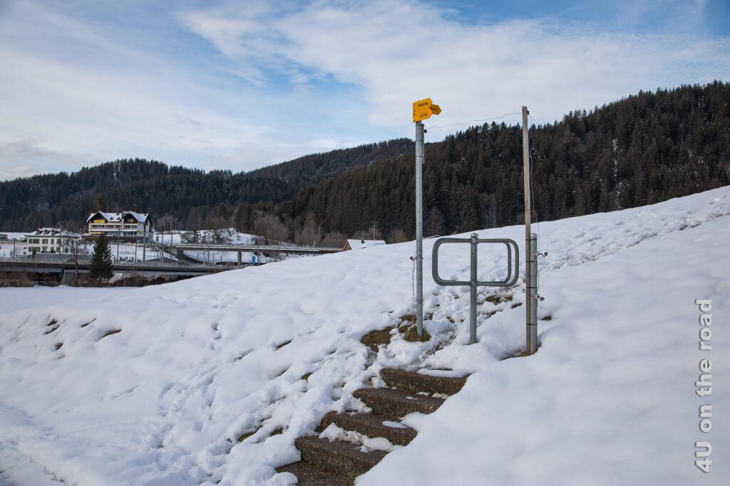 Hier beginnt der Aufstieg auf den Altberg - Winterwanderung von Biberbrugg nach Einsiedeln