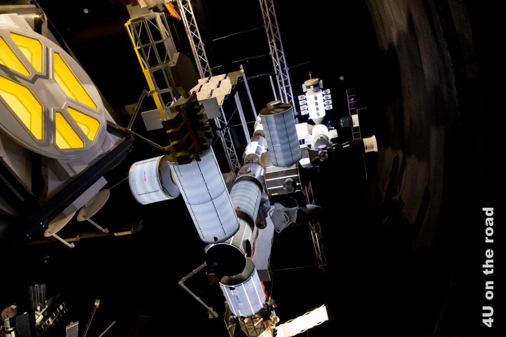 Der Space Transformer und das Röhrensystem der Raumstation Mir - Museen in Luzern