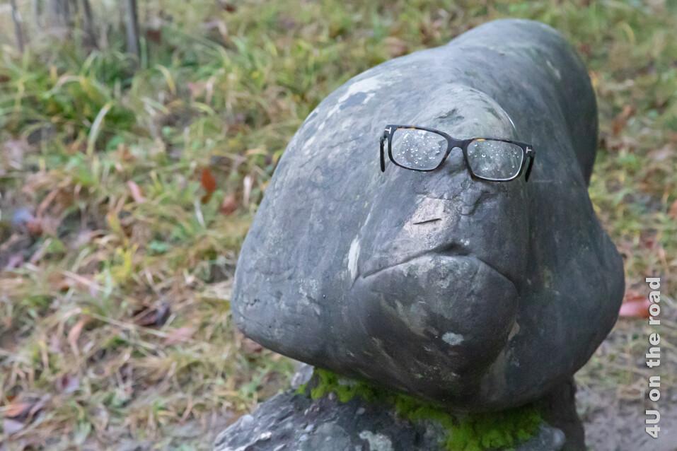 Die Brille schmückt das Kunstwerk wohl nur zufällig - Rieterpark