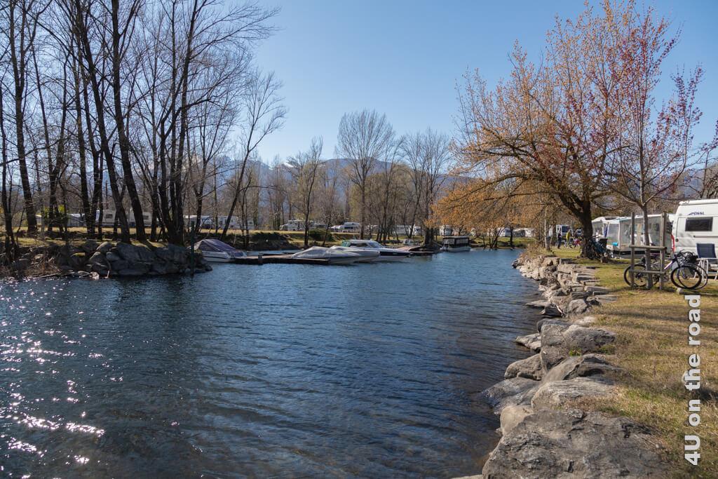 Der See-Einschnitt in der anderen Richtung gesehen - Delta Camping Locarno