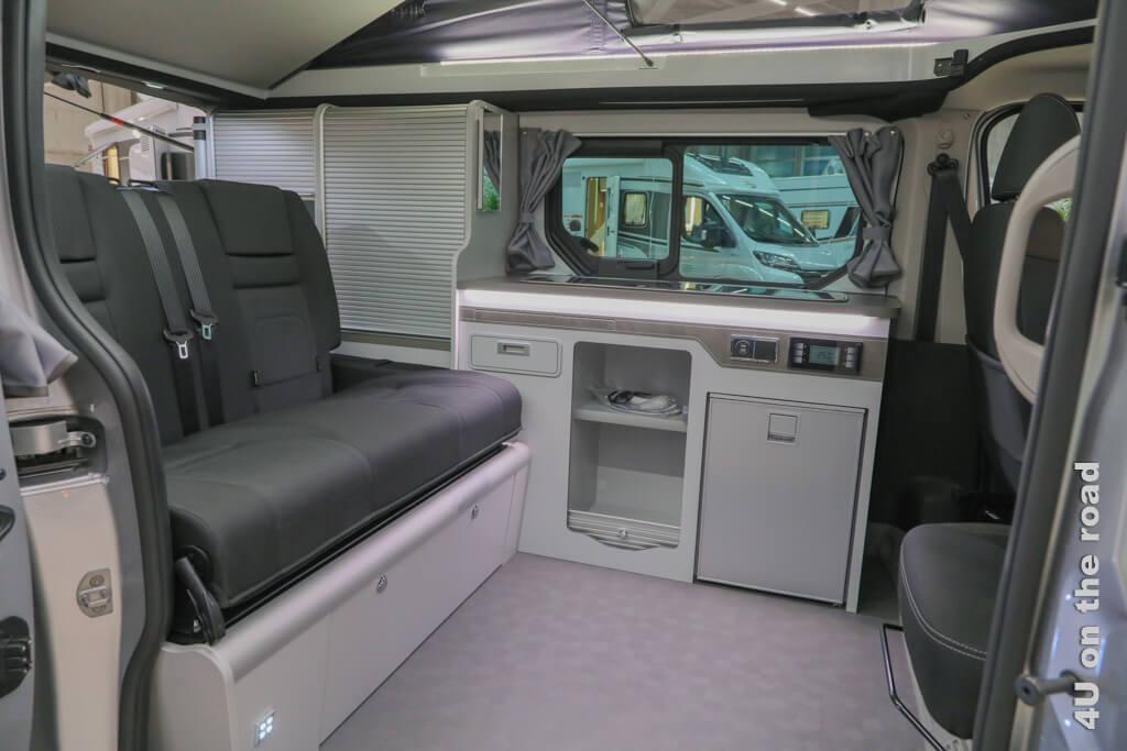 In diesem Campingbus mit Ausstelldach, Kochherd, Spüle und Kühlfach ist alles genau durchdacht. Das hat allerdings auch seinen Preis. - Ein Wohnmobil kaufen