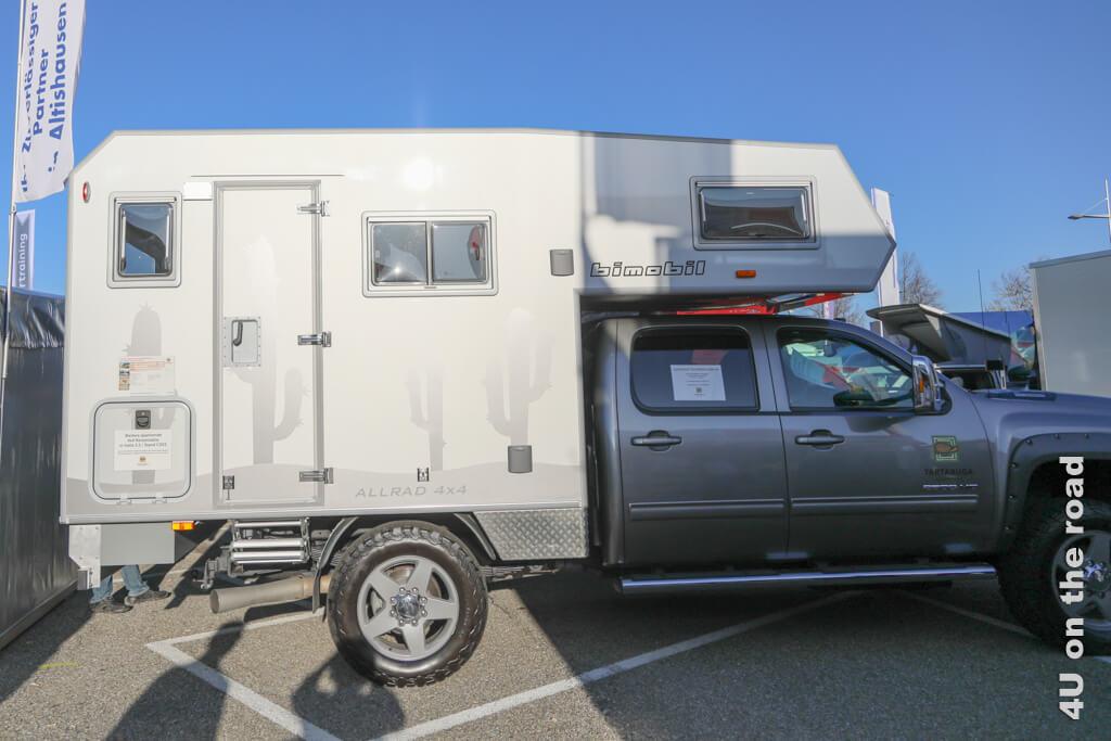 Ein Pickup mit Bimobil Aufbau auf der Caravan Messe. - Ein Wohnmobil kaufen, worauf ihr achten solltet.