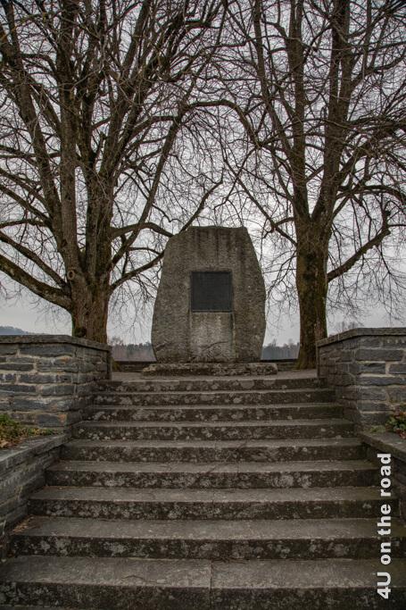 """Auf dem Gedenkstein für Zwingli steht: """"Den Leib können sie tödten, nicht aber die Seele, so sprach an dieser Stätte Ulrich Zwingli für Wahrheit und der christlichen Kirche Freiheit den Heldentod sterbend den 11. Octob. 1531."""""""