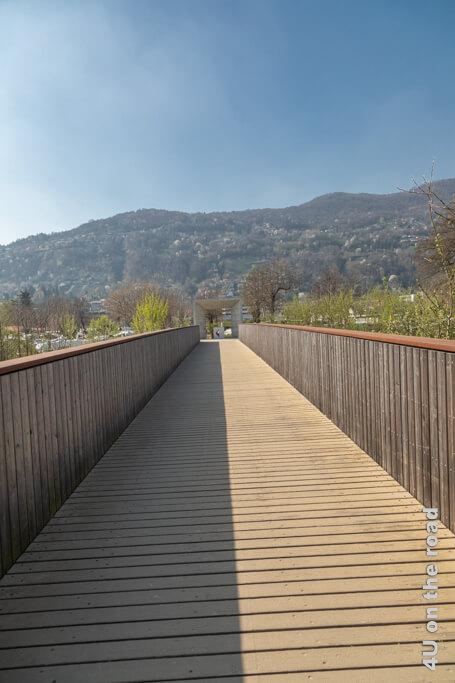 Diese Brücke verbindet den Camping Lugano-Muzzano mit dem Camping Lugano Lake. Camping im Tessin