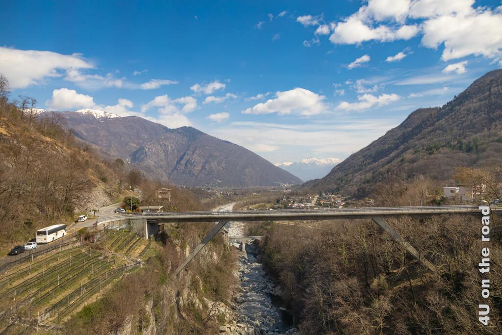 Die Melezza teilt das Tal - Blick aus dem Zug - Centovalli