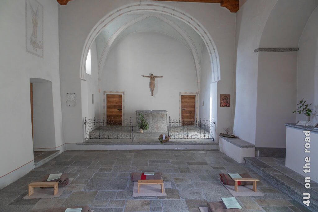 Im Inneren der Kirche von Terra Vecchia ist schon alles für eine stille Einkehr vorbereitet.