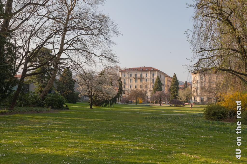 Im Blick - ein weiterer Eingang in den Parco Ciani.