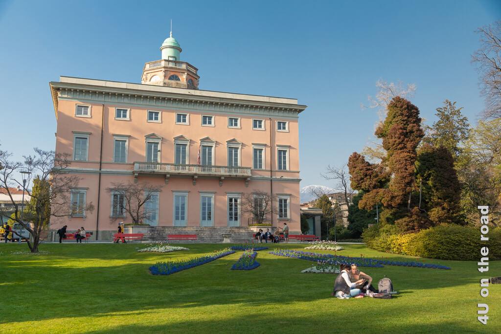 Die Villa Ciani ist unterirdisch mit dem Kongresszentrum verbunden. Die Säle werden für Hochzeiten, Empfänge und Konferenzen vermietet. - Parco Ciani