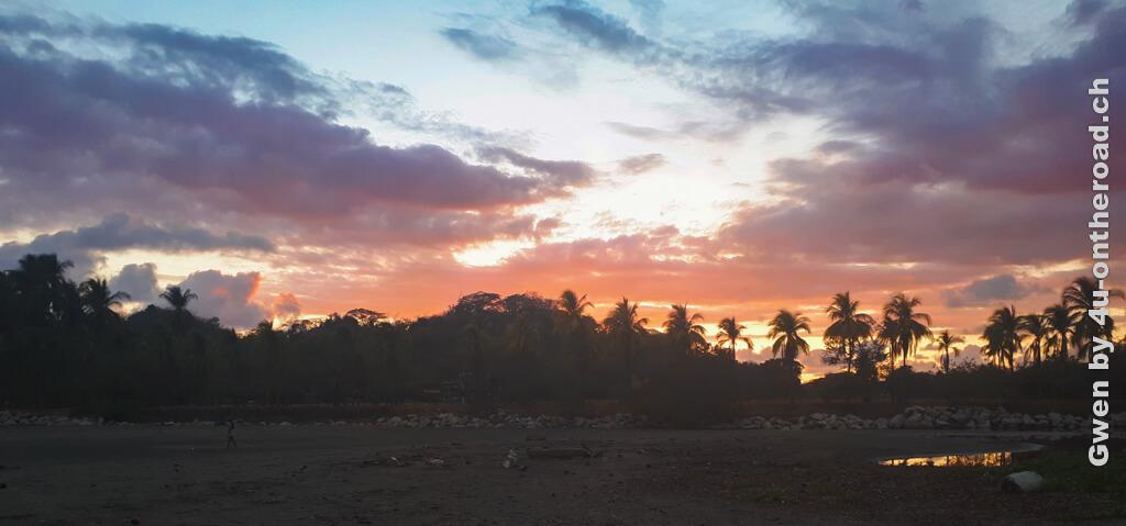 Traumhafte Sonnenuntergänge am Meer gehören zu den vielen Vorteilen eines Sprachaufenthaltes in Costa Rica. - Sprachschule Intercultura