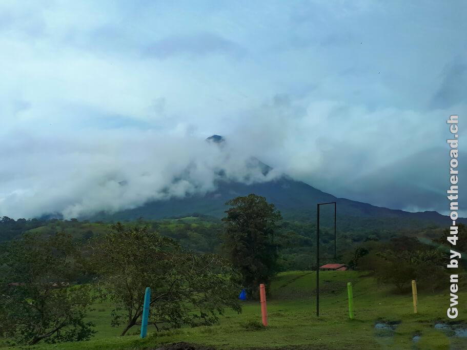 Der Vulkan in Wolken gehüllt - Ausflug nach Monteverde