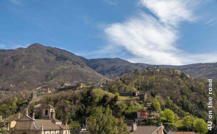 Feature Burgen von Bellinzona, englischer Landschaftsgarten und Markttag in Bellinzona