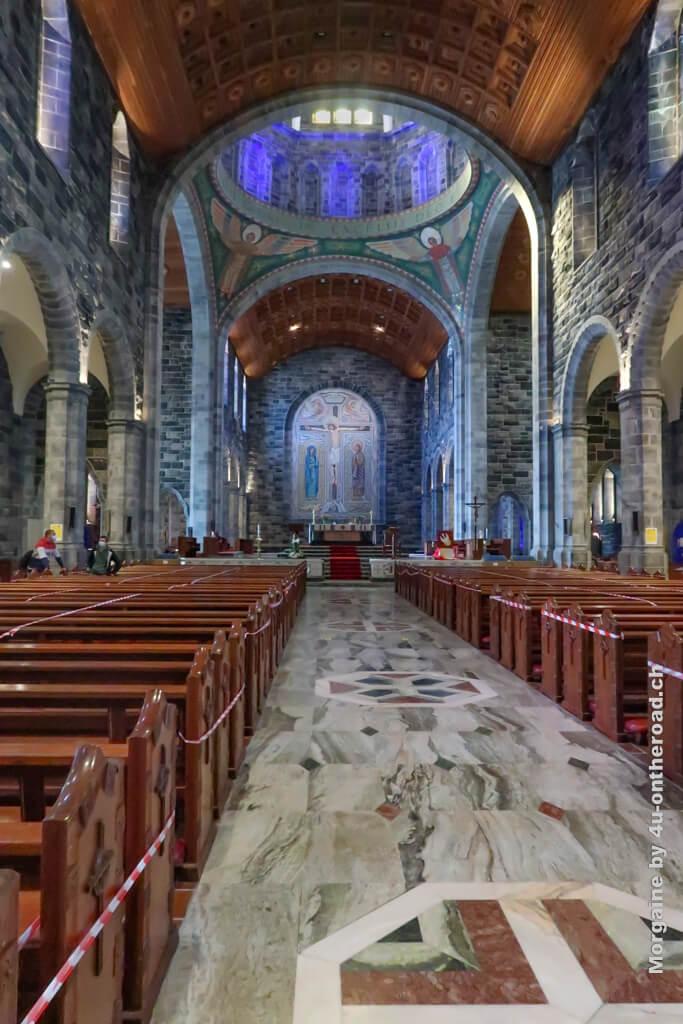 Im Inneren der Galway Kathedrale