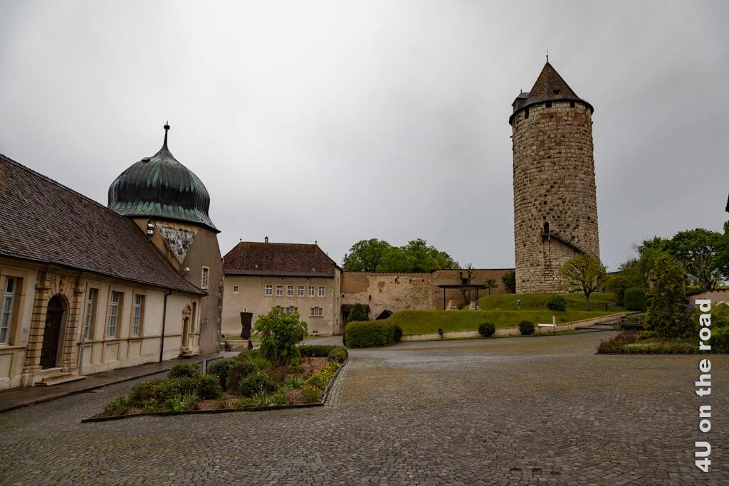 Der Aufgang über die Aussentreppe zum Réfous-Turm braucht etwas Überwindung. Geheimer Stadtrundgang Porrentruy