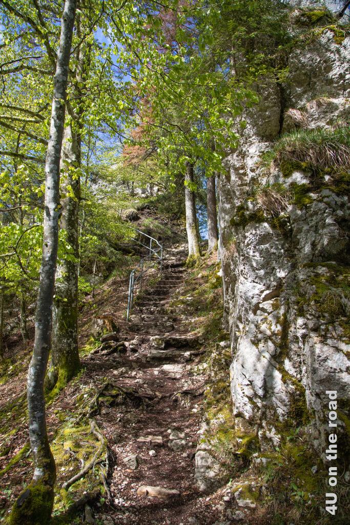 Die in Stein gehauenen Treppen auf dem Weg zum Sommêtre Grat.