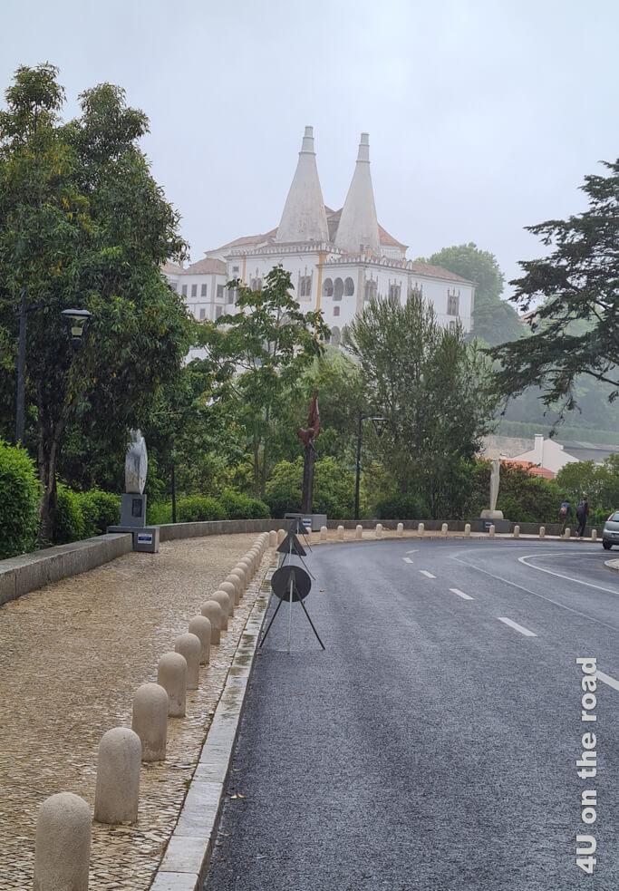 So sieht der Nationalpalast von Sintra im Nieselregen aus.