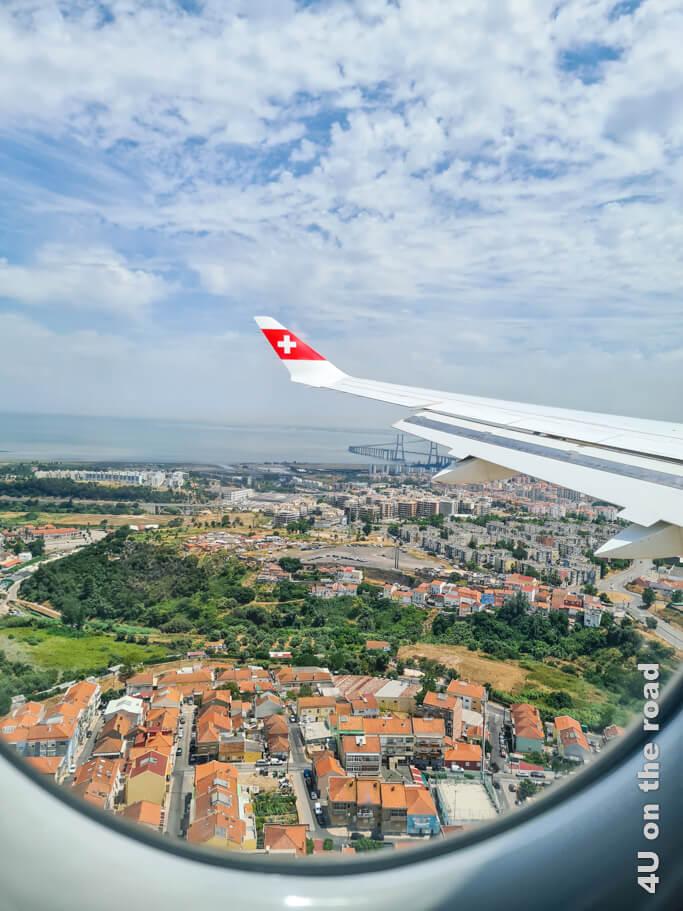 Beim Landeanflug auf Lissabon kann man auf der linken Seite des Flugzeugs einen ersten Blick auf die Brücke erhaschen.