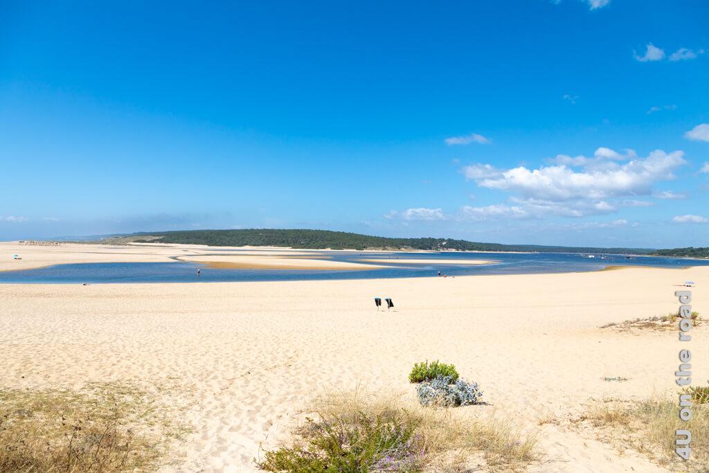 Gleich am ersten Tag unserer Portugal Rundreise mit Mietwagen entdecken wir auf dem Rückweg von Kap Espichel diese Lagune.