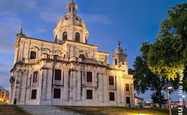 Feature Lissabons Sehenswürdigkeiten bei Tag und Nacht