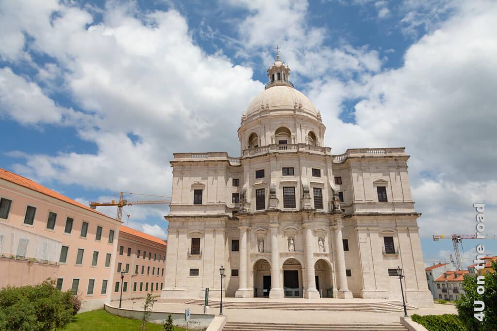 Die Kirche steht sprichwörtlich für das Unvollendete. Gebaut wurde sie von 1570 bis 1966.