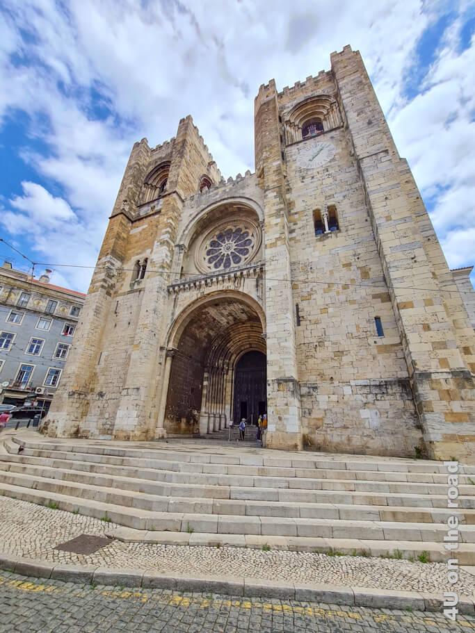 Die Kathedrale von Lissabon ist die älteste Kirche Lissabons und Sitz des Erzbischofs. Mit ihrem Bau wurde 1147 nach der Vertreibung der Mauren begonnen.