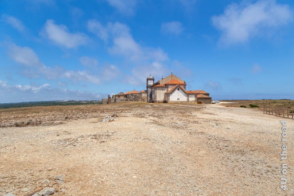 Das Kloster am Cabo Espichel vom Meer aus gesehen.