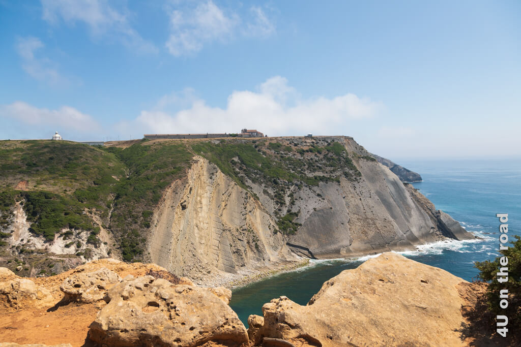 Klippe mit Spuren von Dinosauriern am Cabo Espichel