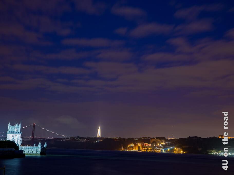 Blick vom Amphitheater auf das nächtliche Lissabon - Lissabons Sehenswürdigkeiten bei Tag und Nacht