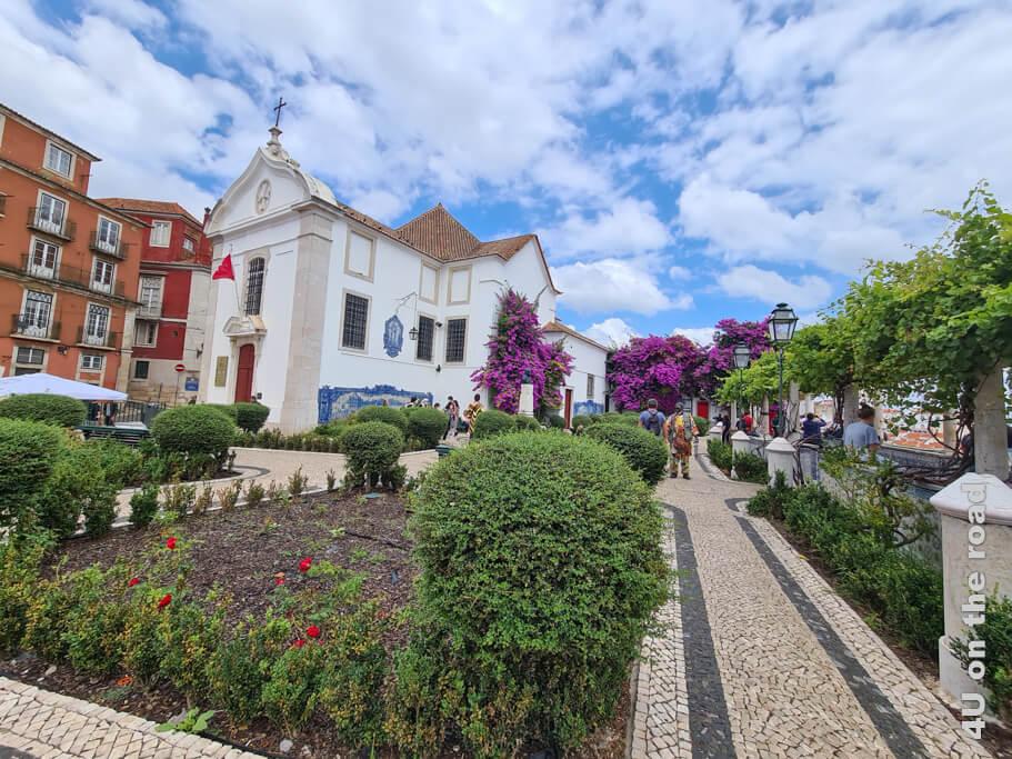 Der Aussichtspunkt bei der Kirche Santa Luzia lädt zum Verweilen ein. Sehenswürdigkeit Lissabon