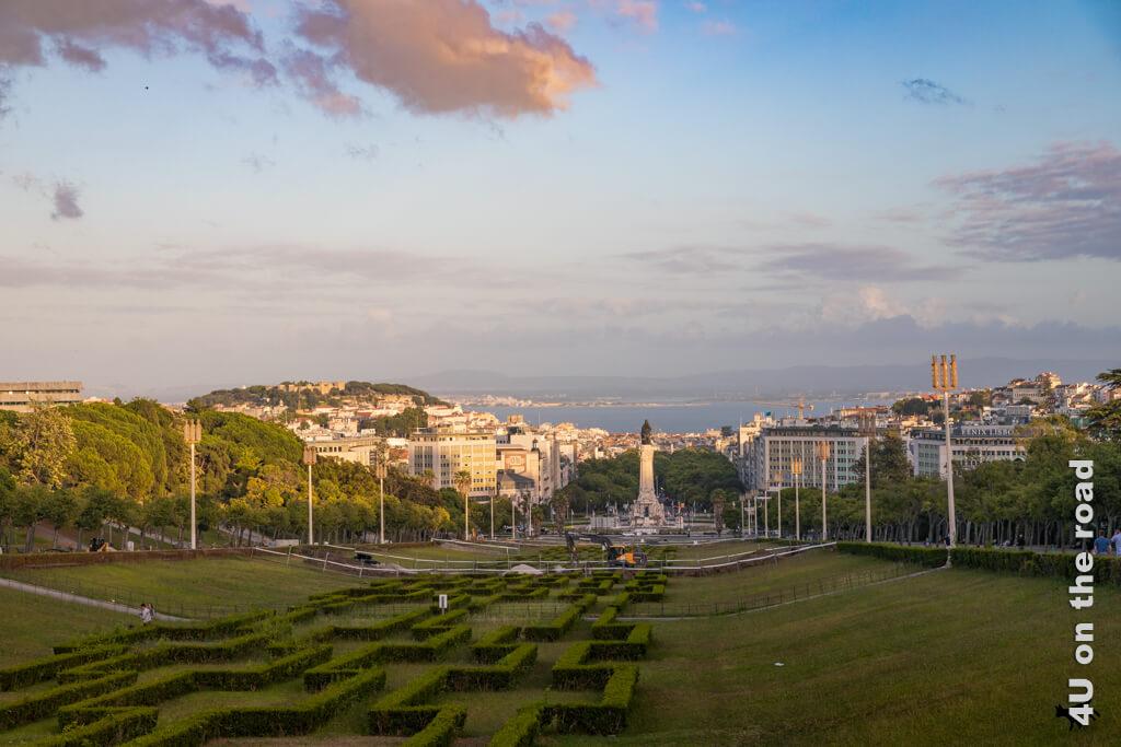 Der Parque Eduardo VII. zum Sonnenuntergang vom oberen Ende aus gesehen.