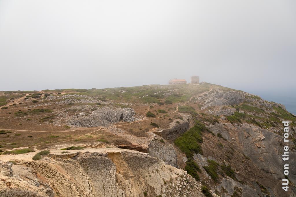 Wer wohl die Menschen waren, die einst ihren Wohnsitz auf den Klippen von Cabo Espichel hatten? Von Costa da Caparica zum Kap Espichel