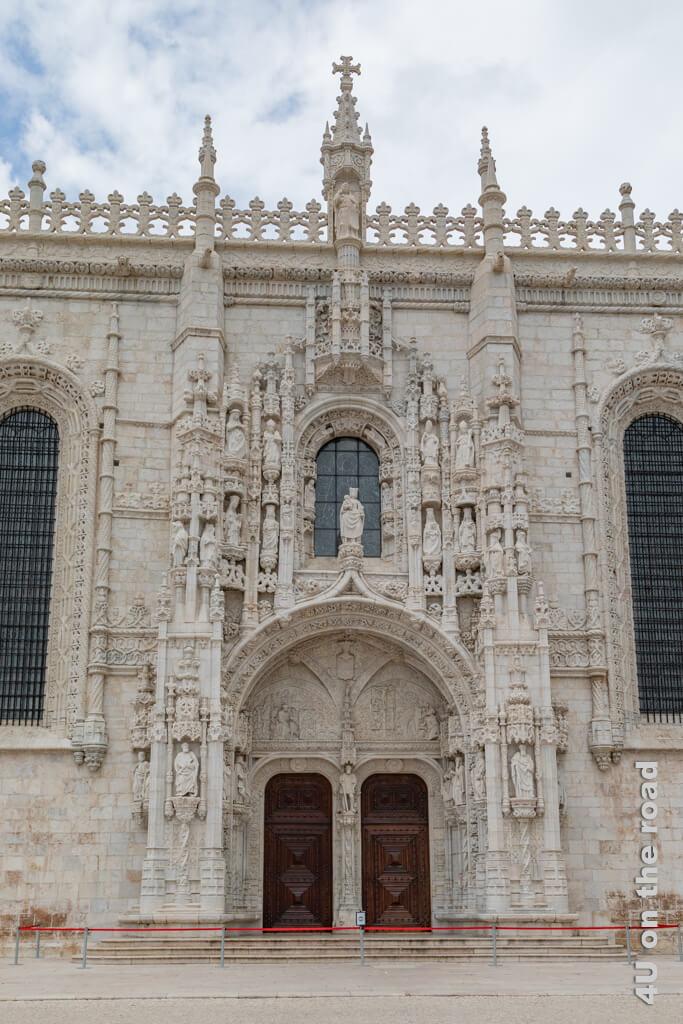 Das prächtige Südportal der Klosterkirche des Hieronymusklosters - Lissabon Sehenswürdigkeit
