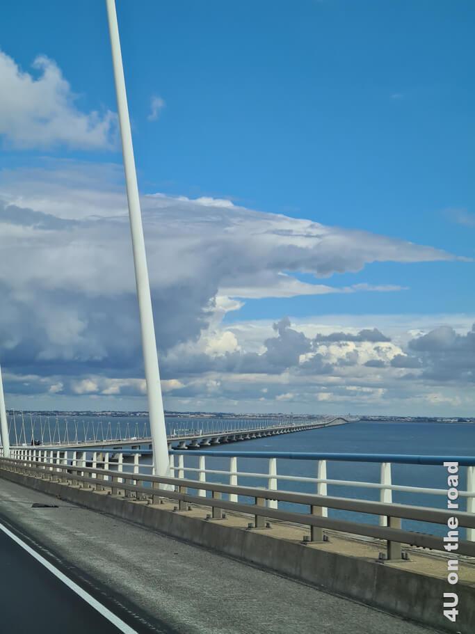 In der Kurve erhaschen wir einen Blick auf das andere Ende der Brücke.