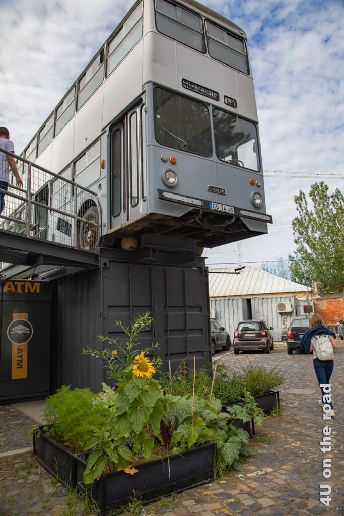 Frachtcontainer und Busse sind die Hauptdarsteller im Village Underground. Hier gibt es Cafés und Arbeitsplatz.