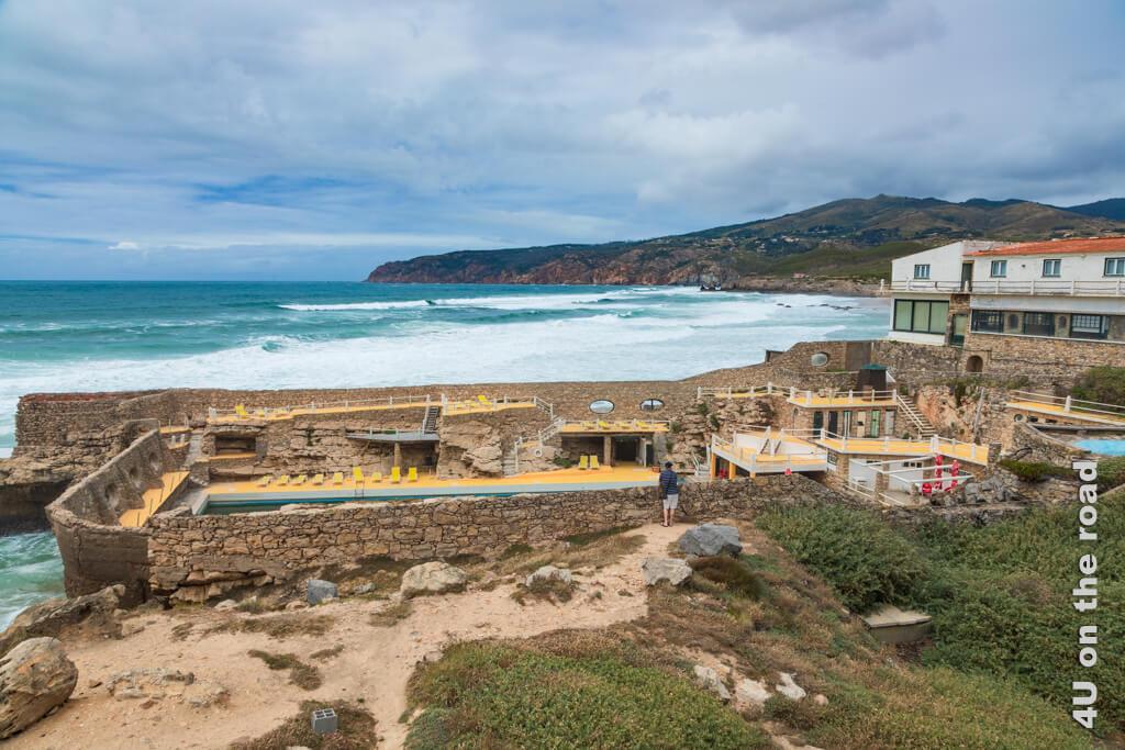 Der windgeschützte Pool des Hotel Restaurant Muchaxo am Praia do Guincho - Vom westlichsten Punkt Europas entlang der Küste nach Cascais