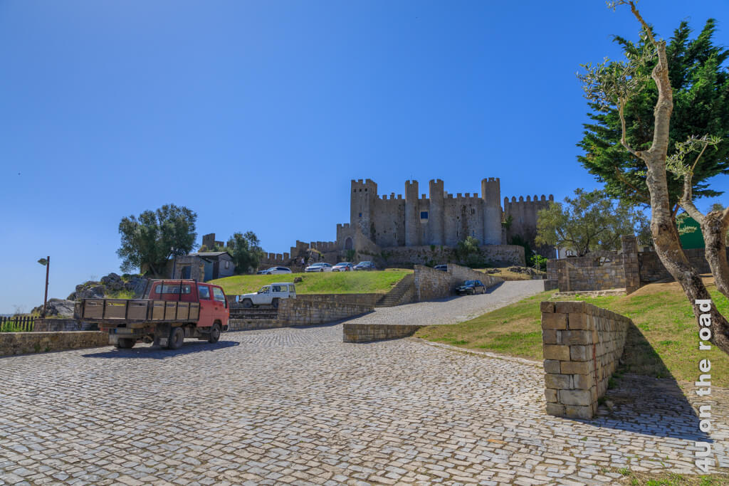 Kommt man durch das hintere Stadttor fällt das Castelo de Óbidos sofort ins Auge.