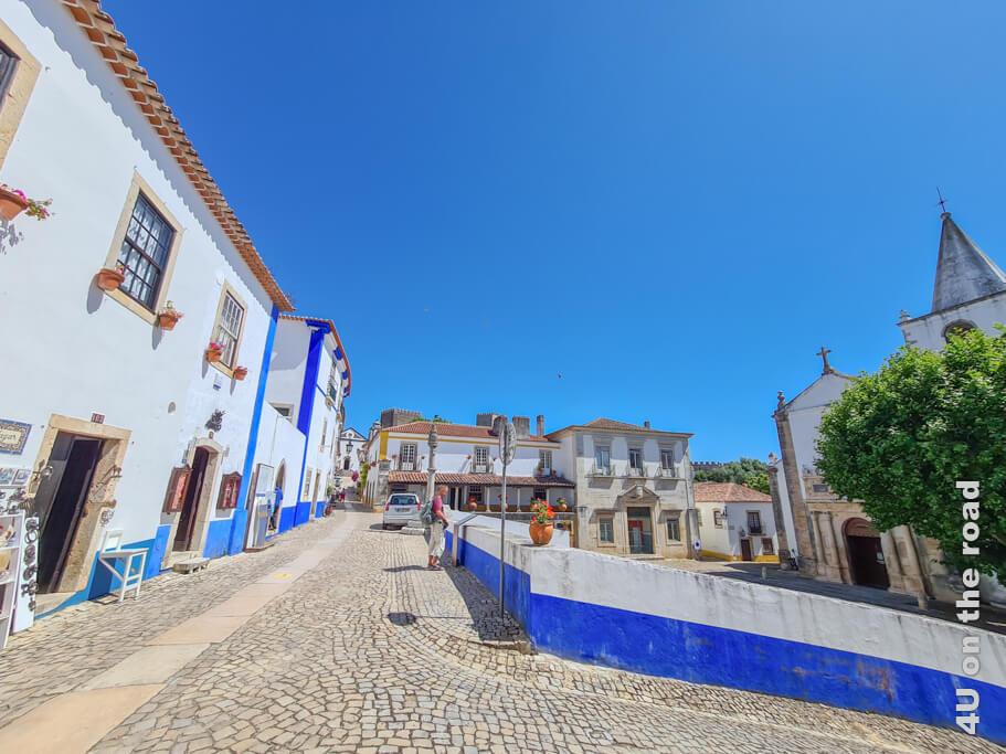 Rua Direita, der Schandpfahl und die Igreja de Santa Maria