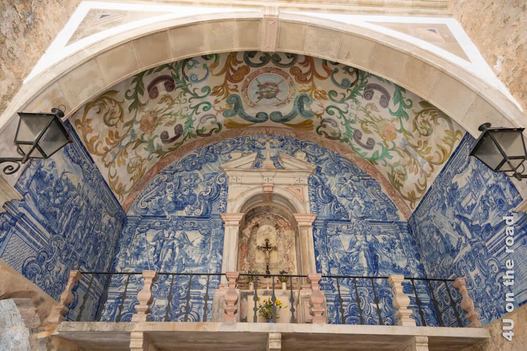 Der Altar im Stadttor Porta da Villa in Óbidos